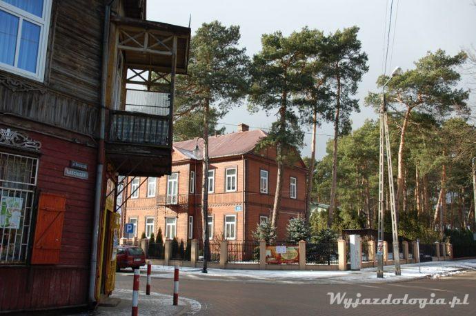 drewniany dom na ulciy kościuszki