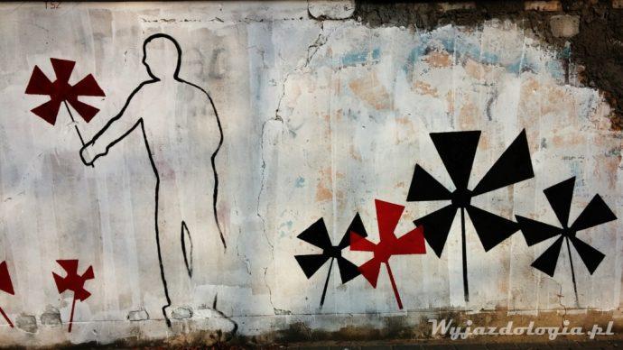 ogrodzenie pokrywa graffiti, warszawa praga