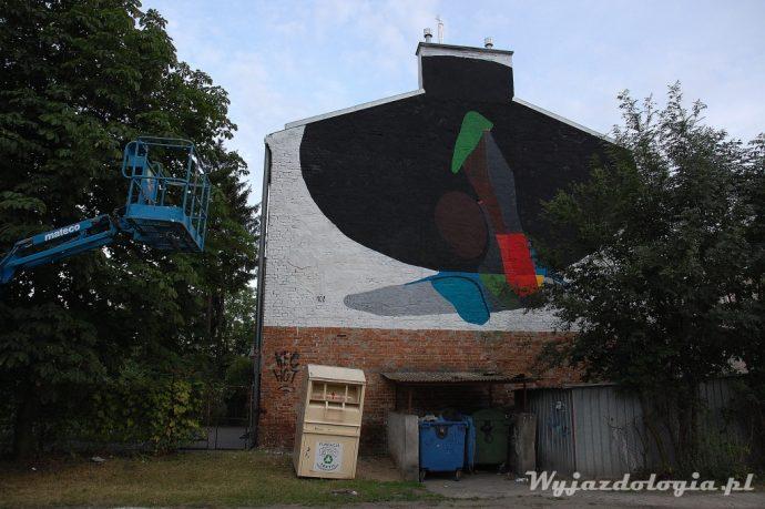 Mural na Frycza-Modrzewskiego 26 podczas malowania