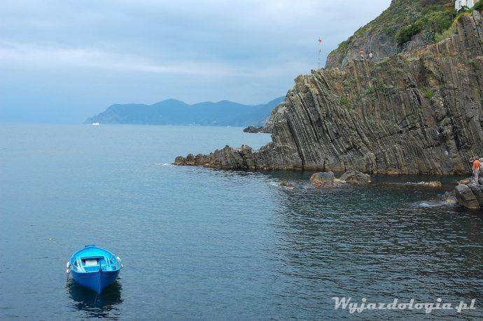 między wioskami cinque terre można pływac łódką
