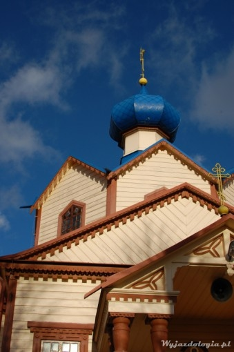 niebieskie dachy cerkwi w Łosince
