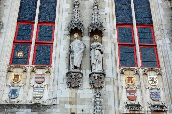 gotyckie figury w brugii