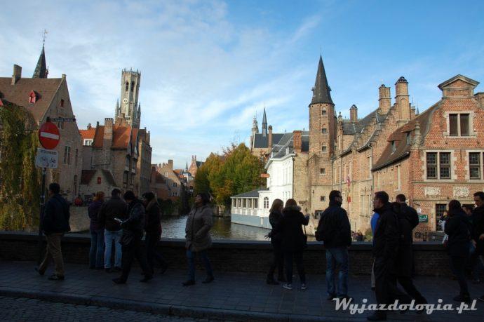 turyści w brugii