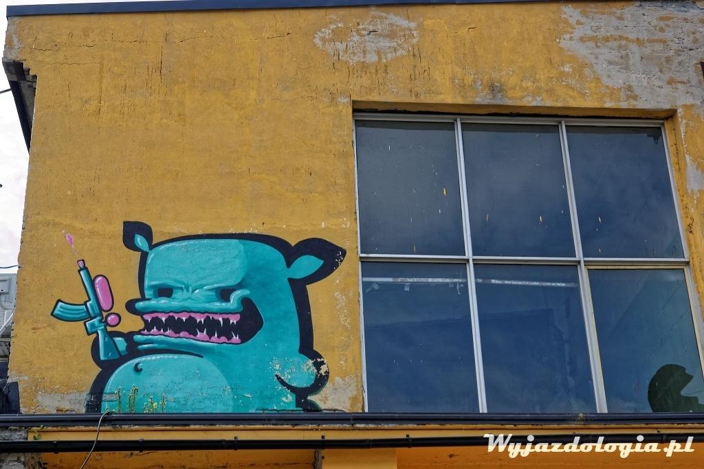 Tallin potwór przy oknie Street Art