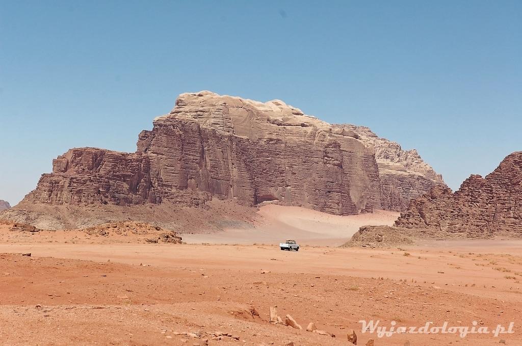 pustynny krajobraz w Jordanii Wadi Rum