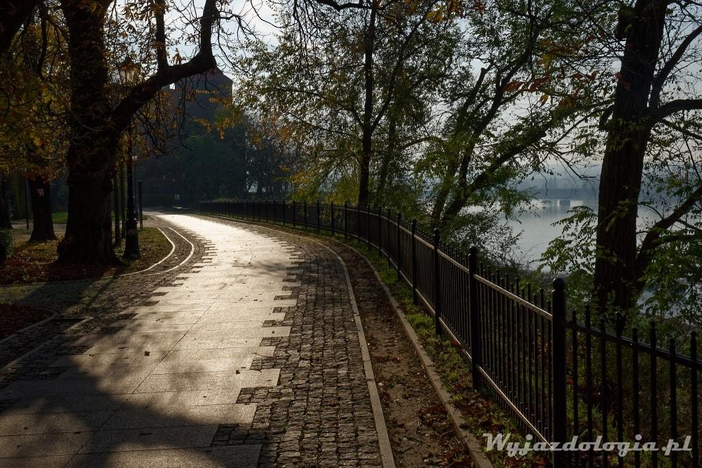 Promenada w Płocku na Wzgórzu Tumskim