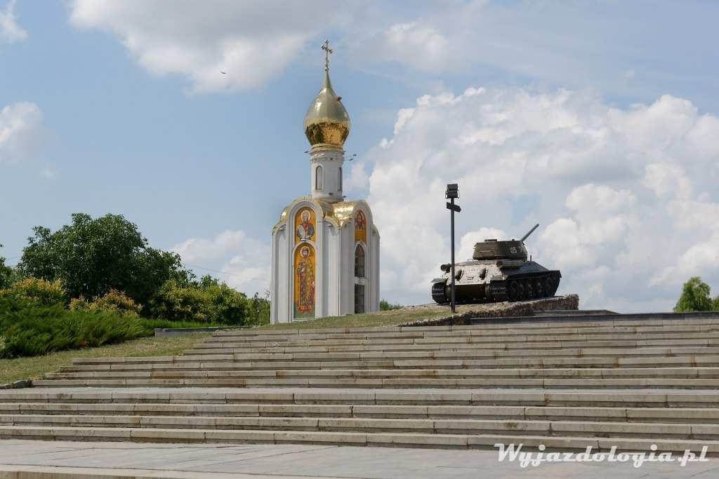 czołg i cerkiew w naddniestrzu
