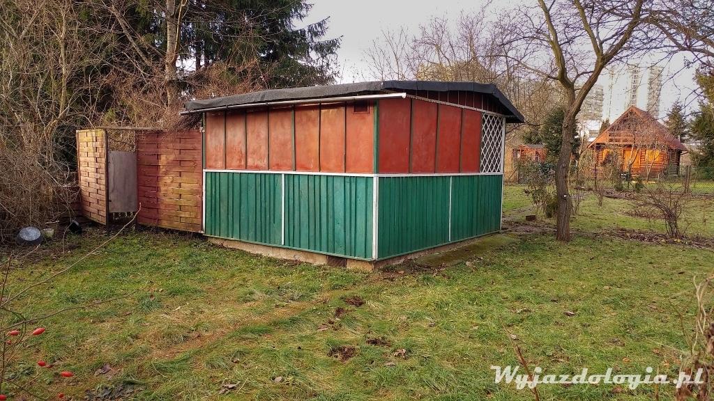 domek w ogródku działkowym