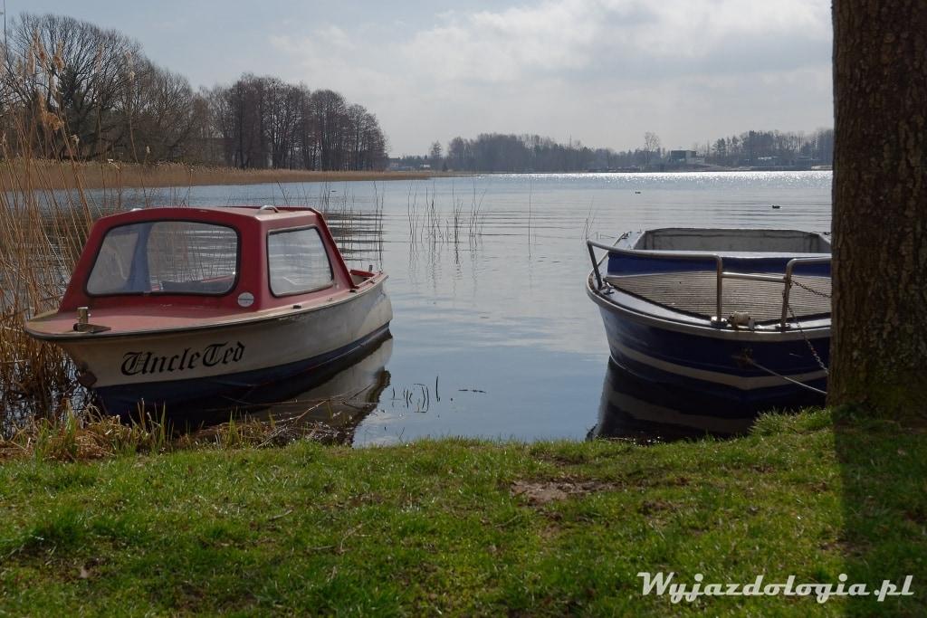 łódki nad jeziorem ukiel