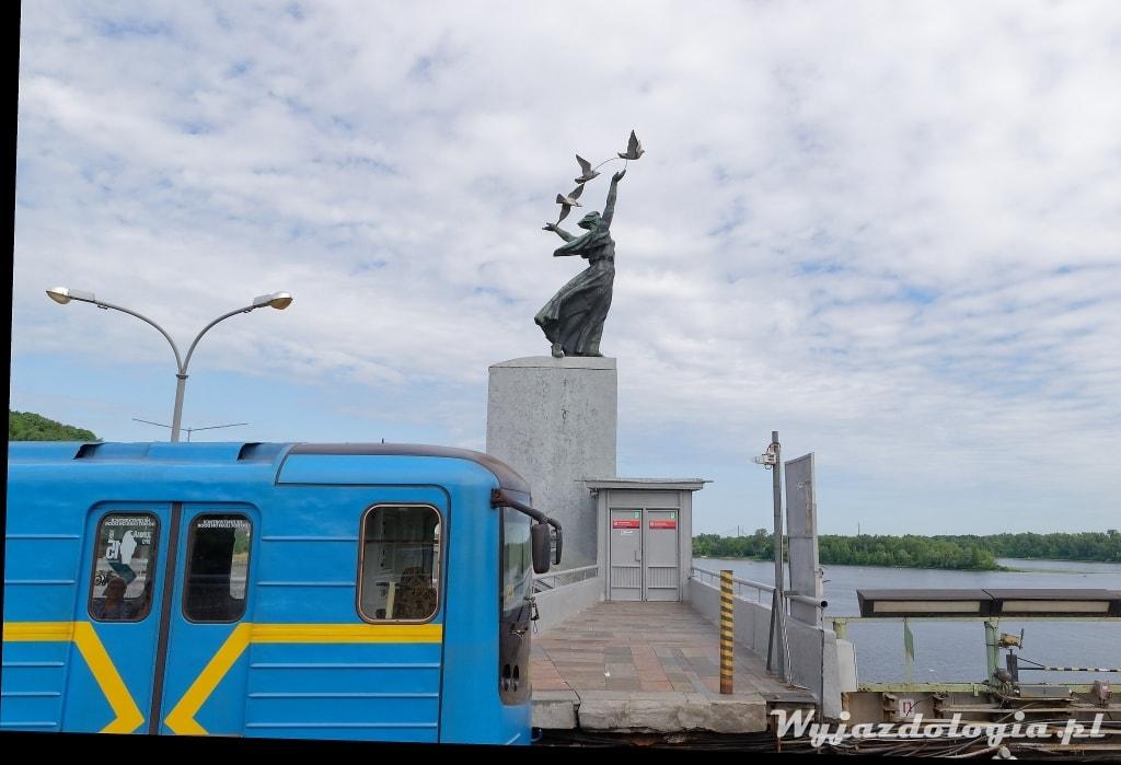 metro w Kijowie stacja Dnipro