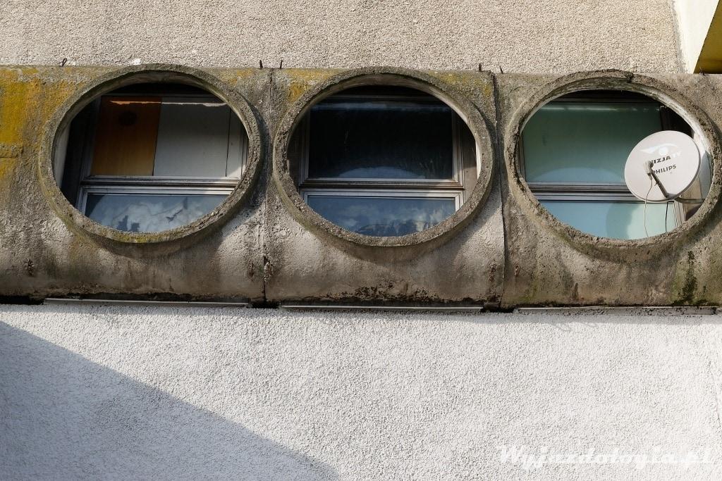 Wrocław okrągłe okna Pawilonów Manhattan przy Placu grunwaldzkim