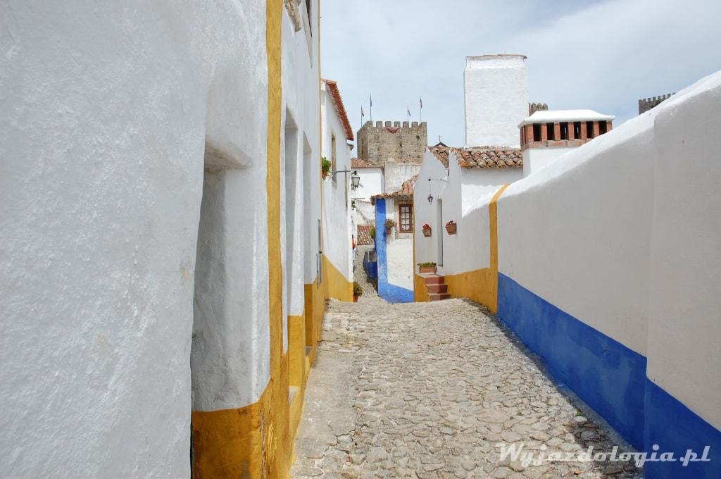 średniowieczne miasteczko za murami