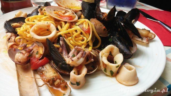 makaron z owocami morza we włoszech