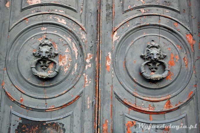 stolica ligurii genua drzwi
