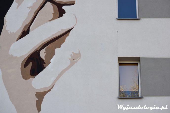 stacja muranów zorganizowała powstanie muralu david bowie