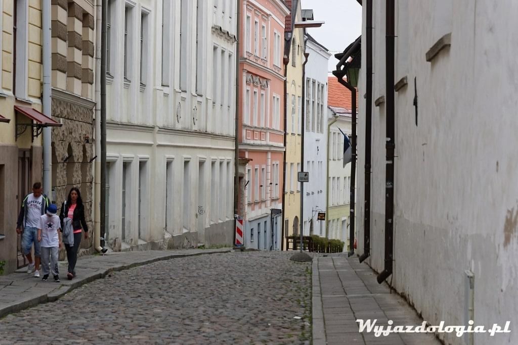 ładna uliczka na starym mieście w Tallinie