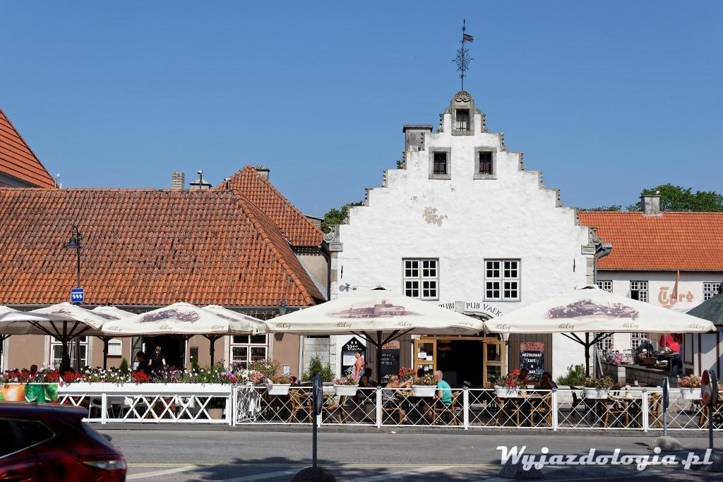 Kuressaare na wyspie Sarema w Estonii atrakcje