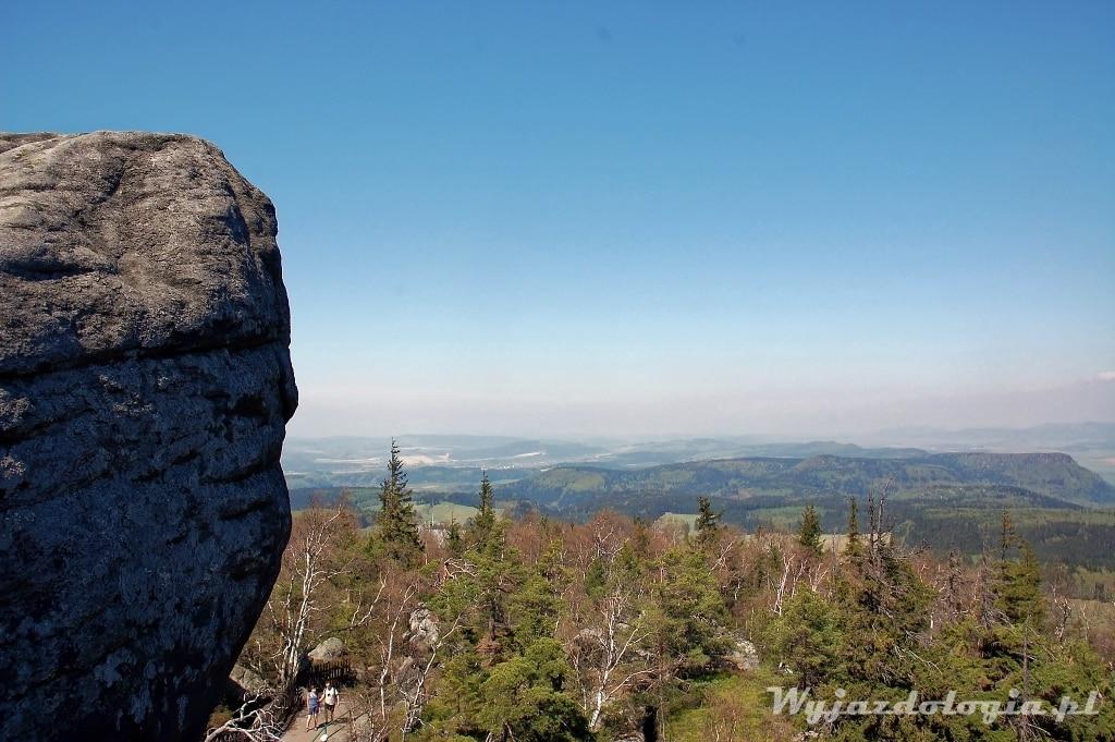 widok ze Szczelińca Wielkiego w Górach Stołowych