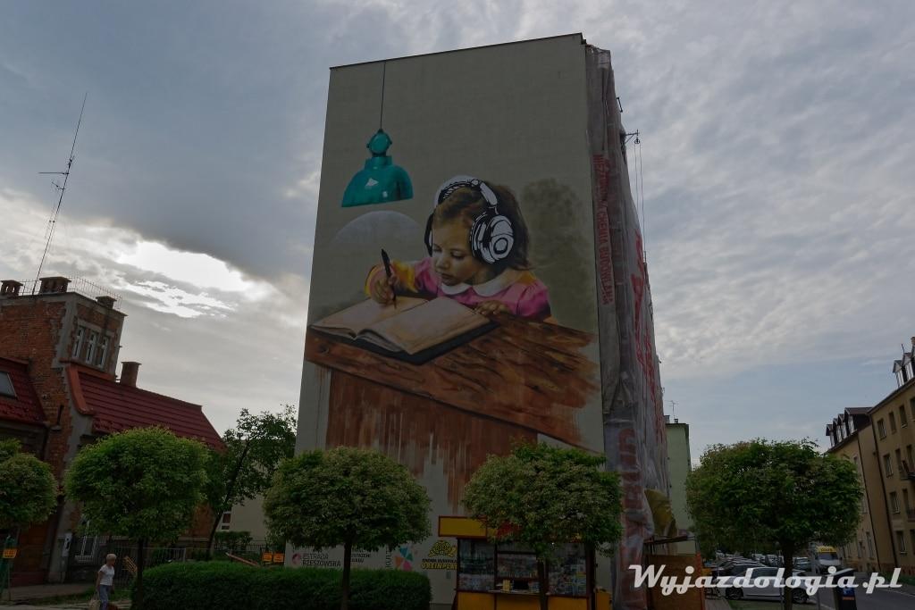 Rzeszów Mural Dziewczynka w Słuchawkach
