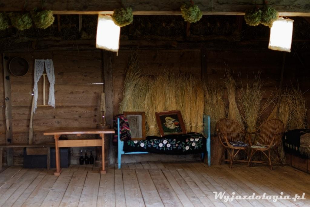 wnętrz starej stodoły na polesiu