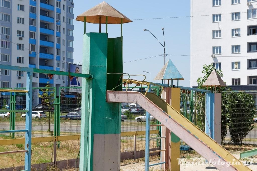 Kijów blaszany plac zabaw