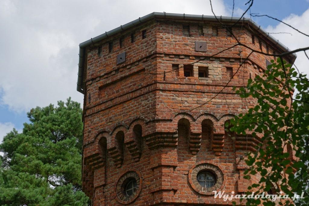 Zbliżenie na wieżę ciśnień w Konstancinie