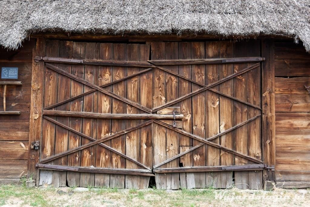 Stodoła w Skansenie w Maurzycach