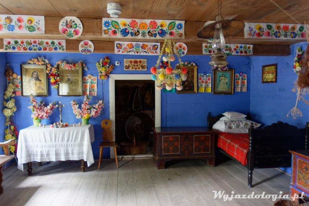 wnętrze łowickiej chaty