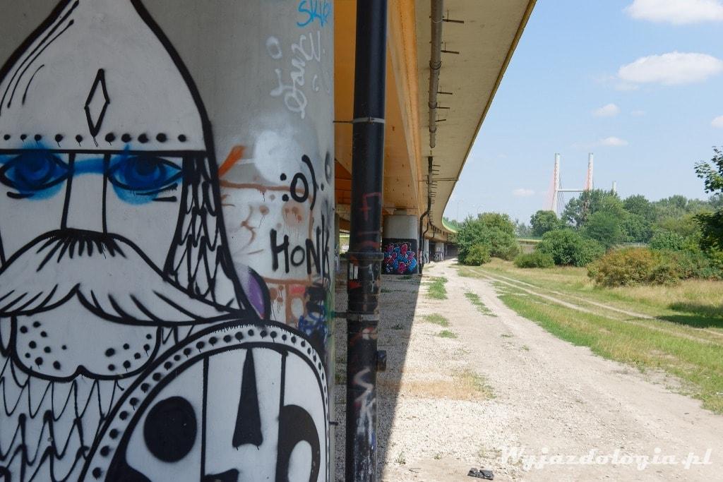 pod mostem Siekierkowskim