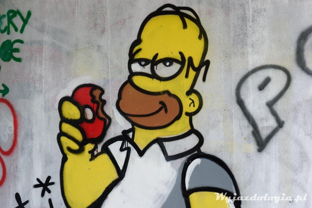 Homer Simpson pod mostem w Warszawie