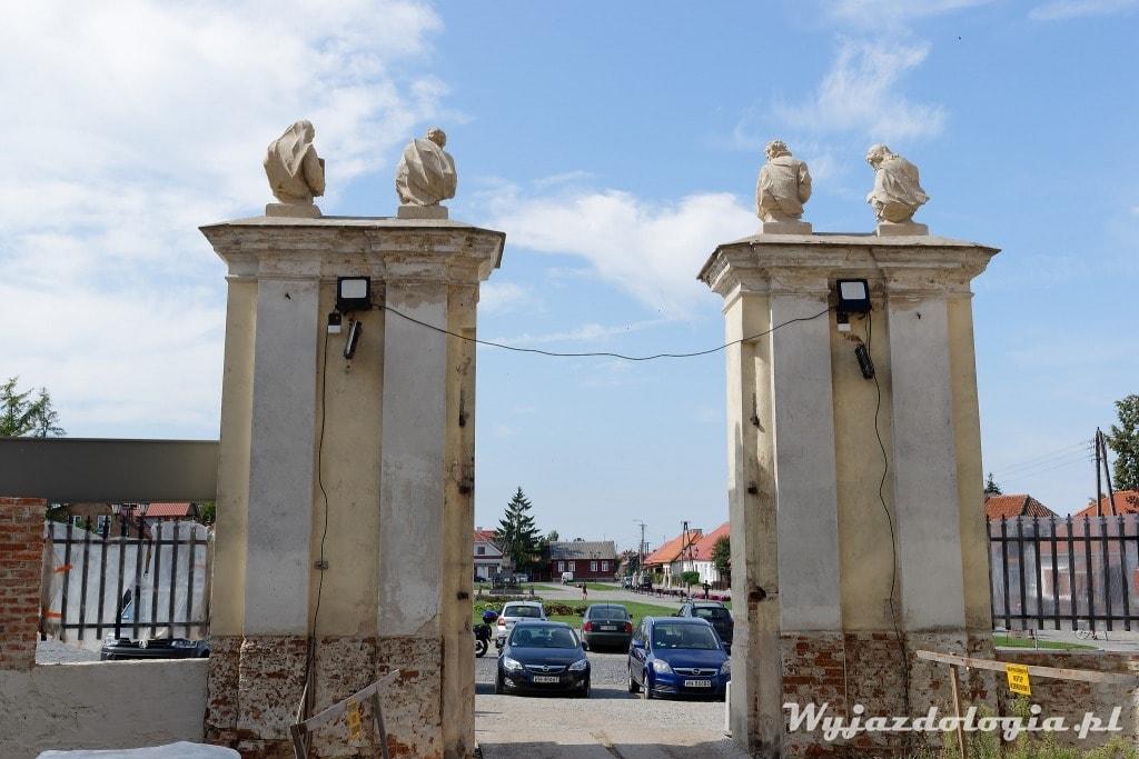 brama kościoła w Tykocinie