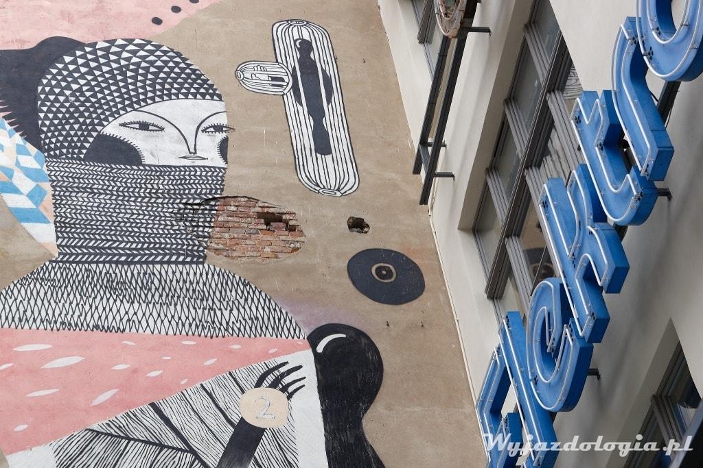Wrocław ciekawą alternatywna atrakcją są murale