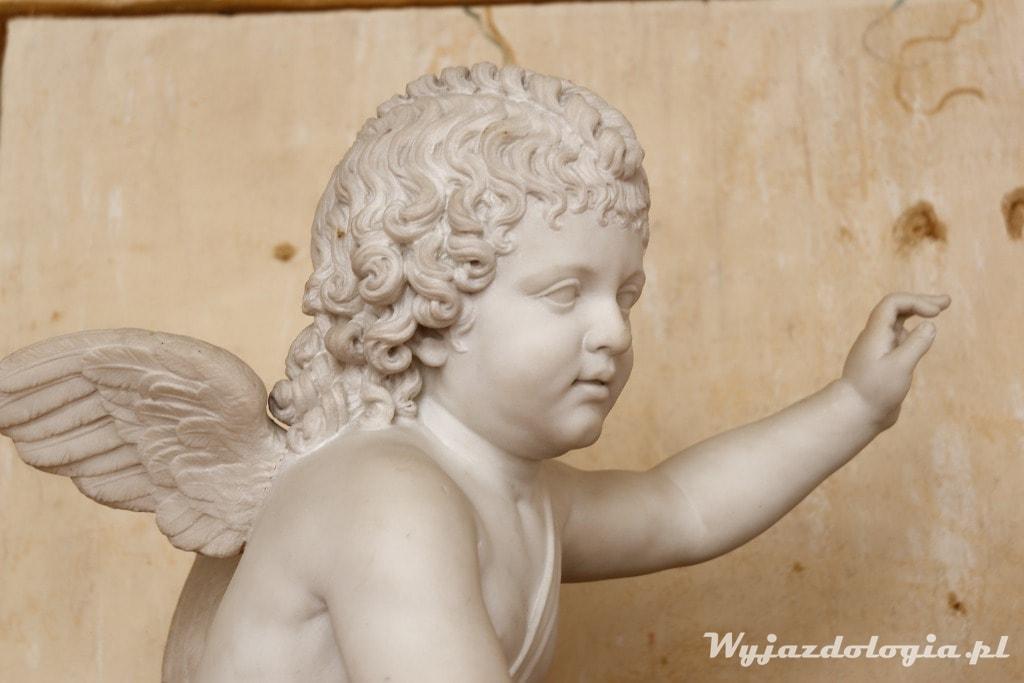 neobarokowy aniołek w zamku w Łańcucie