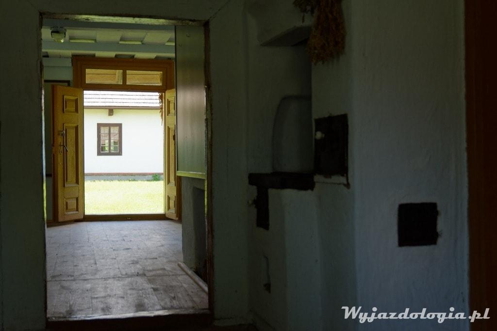 Wnętrze Chałupy Rzeszowiackiej w Skansenie