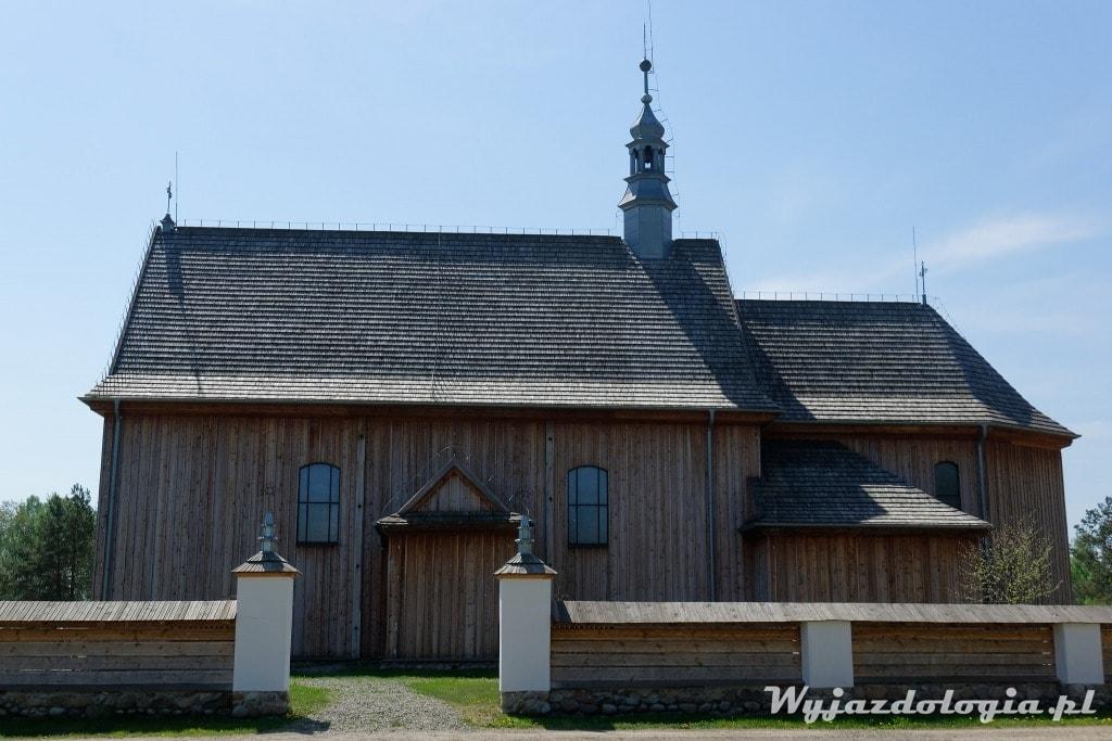 drewniany kościół w skansenie w Kolbuszowej