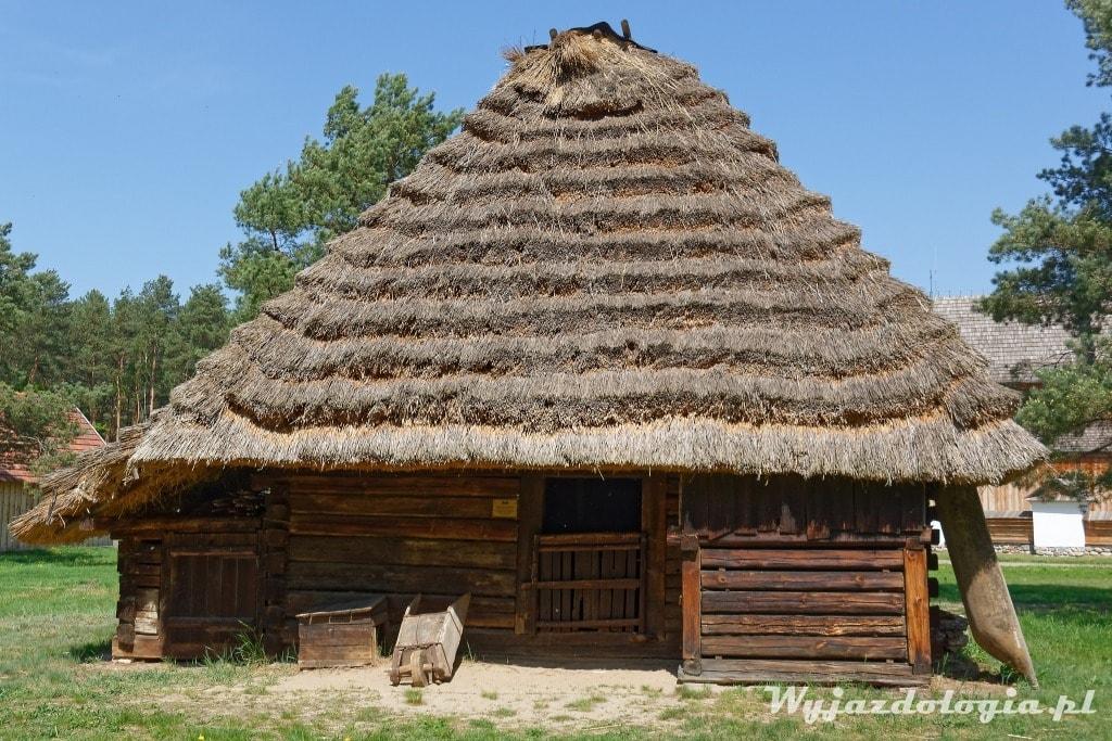 chata kryta strzechą podkarpacie