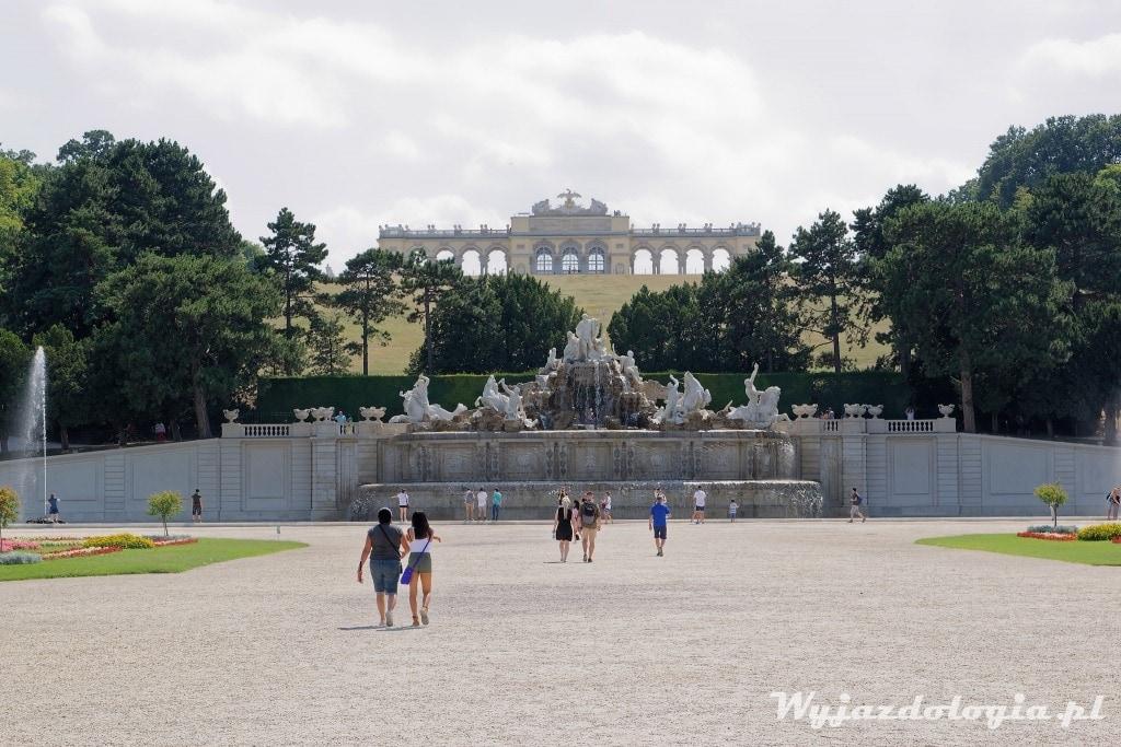 Zabytkowa Glorietta w parku pałacowym Wiedeń