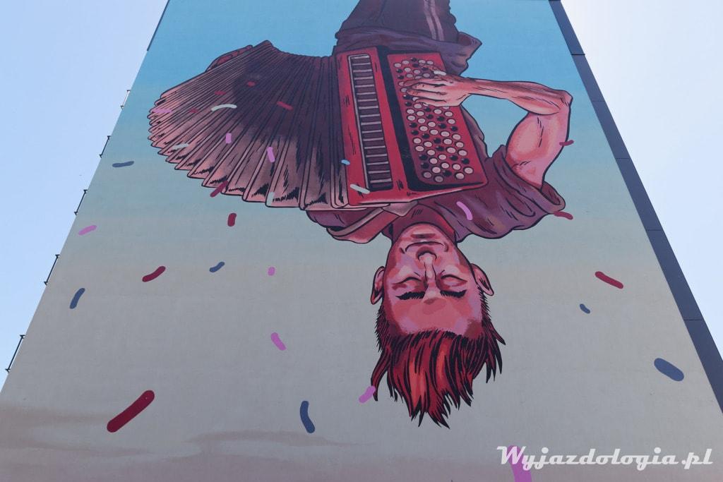 zwiedzanie murali na prawym brzegu Wisły
