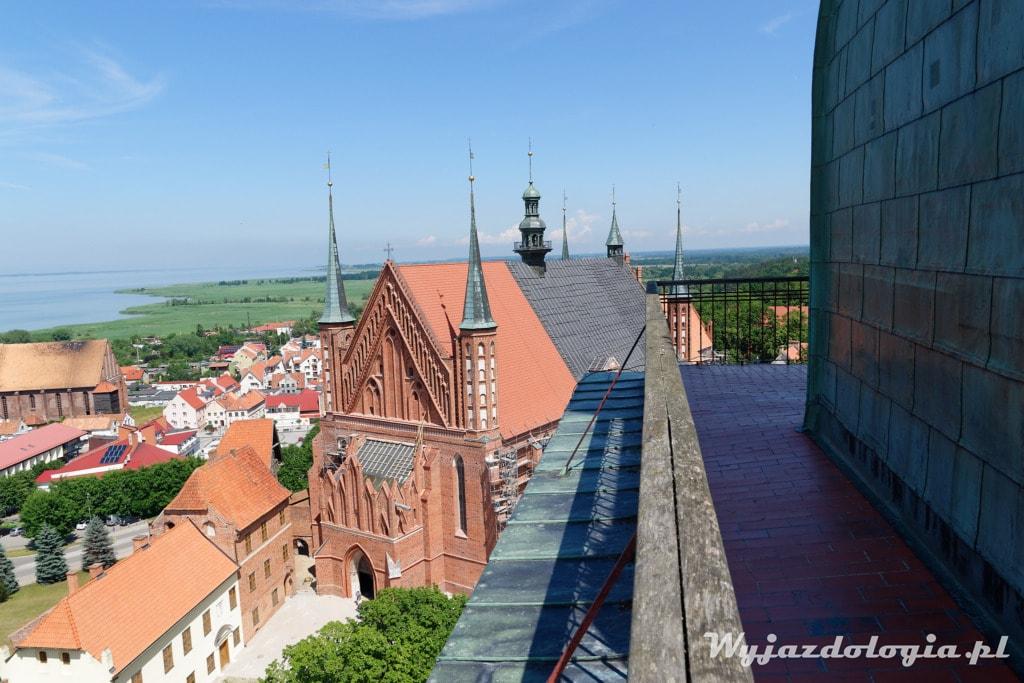 widok na katedrę we Fromborku bez użycia drona